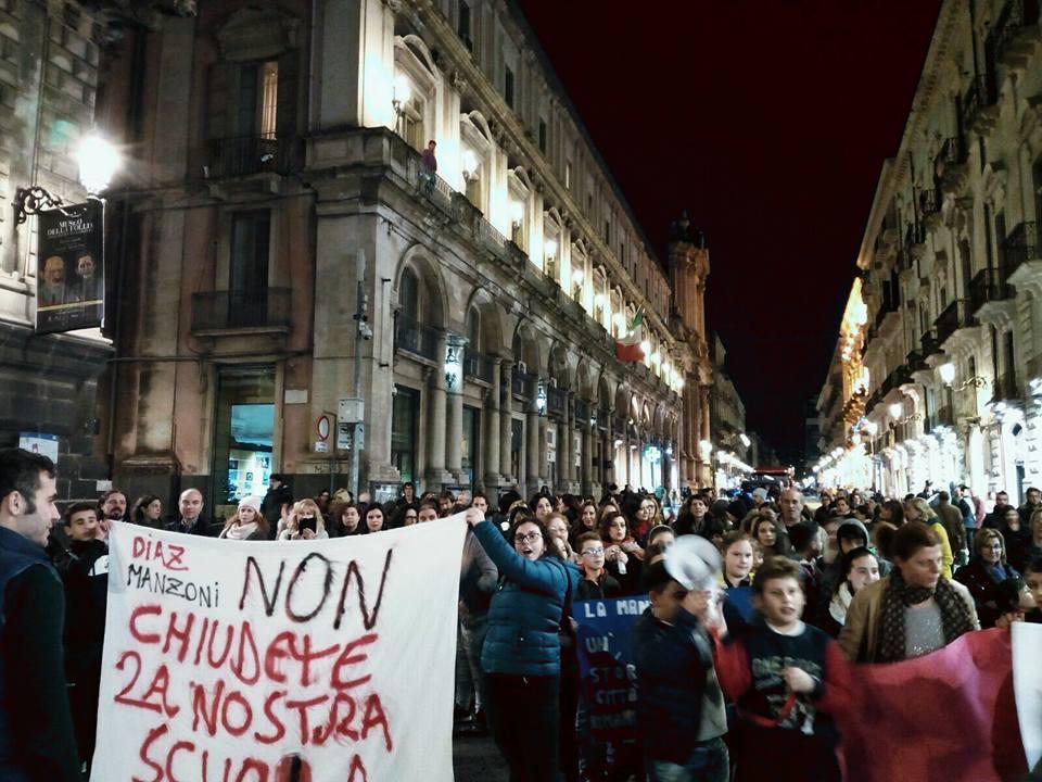 Catania, il quartiere a difesa della scuola