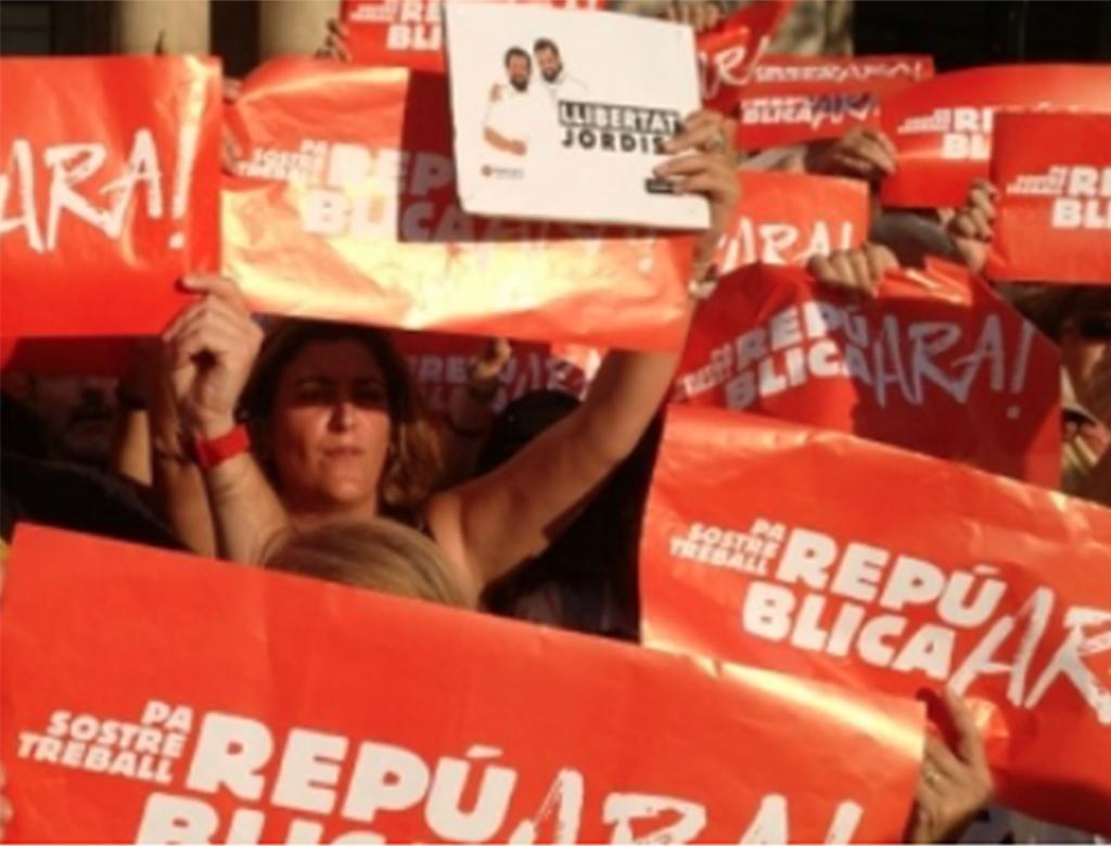 Dalla CUP-CC: contro l'aggressione del 155 della Costituzione spagnola, auto-organizzazione, autodifesa.