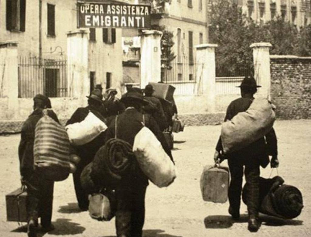 Emigrazione: siamo ancora la carne da macello del capitale e dello Stato.