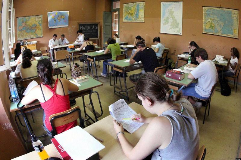 Scuola in Sicilia: lo svuotamento delle classi, la migrazione delle famiglie, l'esodo dei docenti.