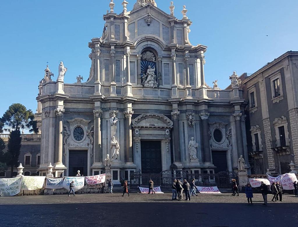 Continua la protesta dei senza casa di Librino, Catania.