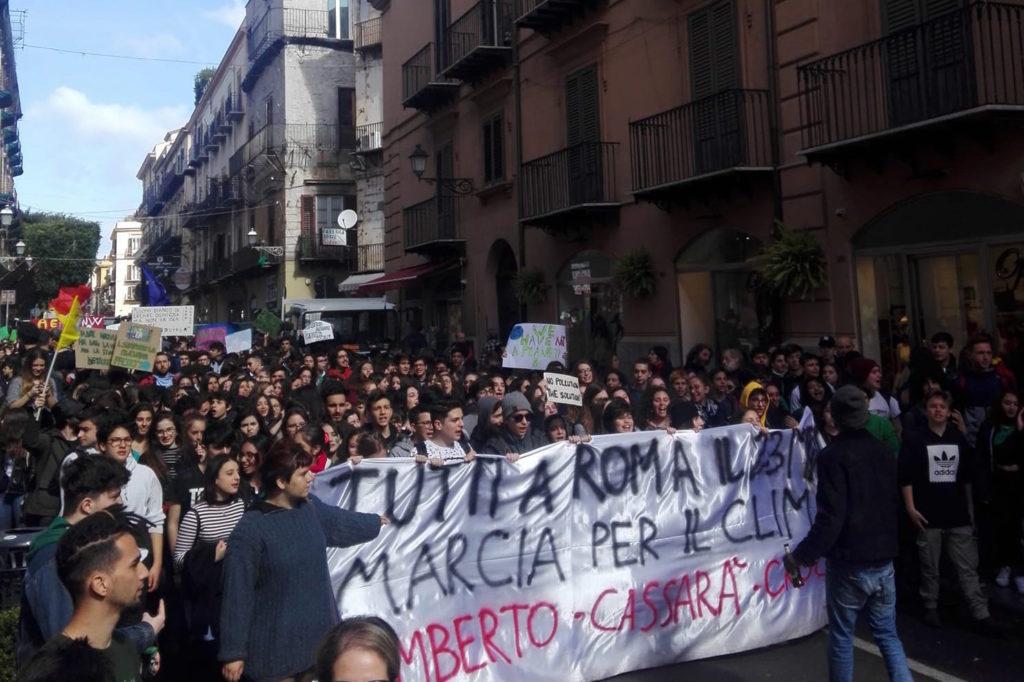 """Sicilia: sciopero degli studenti, """"Tutti a Roma il 23 marzo. Marcia per il clima. """""""