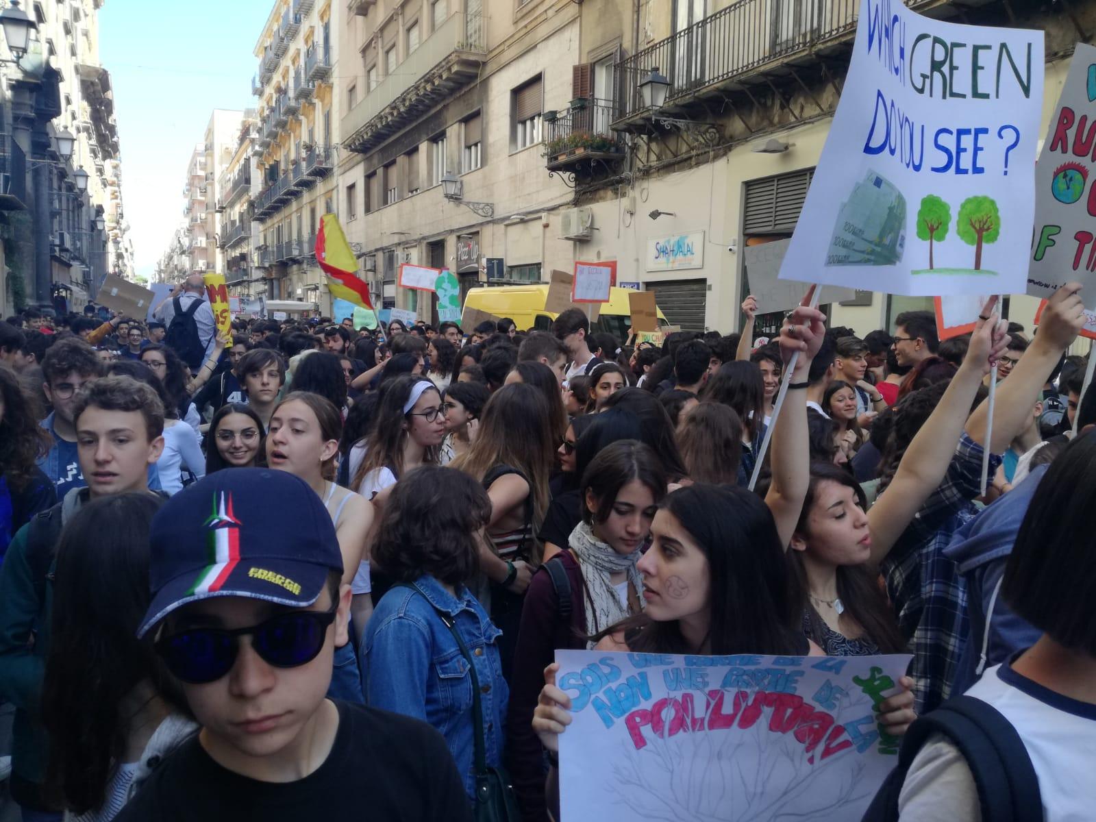 Sicilia, sciopero globale per il futuro: in piazza per cambiare il sistema