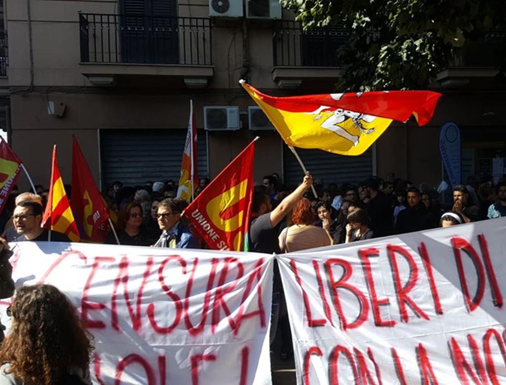 Tutta Palermo con la professoressa Dell'Aria. Sospendiamo Salvini!