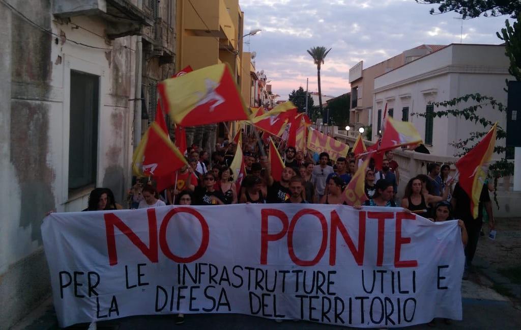 I No Ponte tornano in piazza: «servizi e messa in sicurezza dei territori. Nessun ponte sul dissesto»