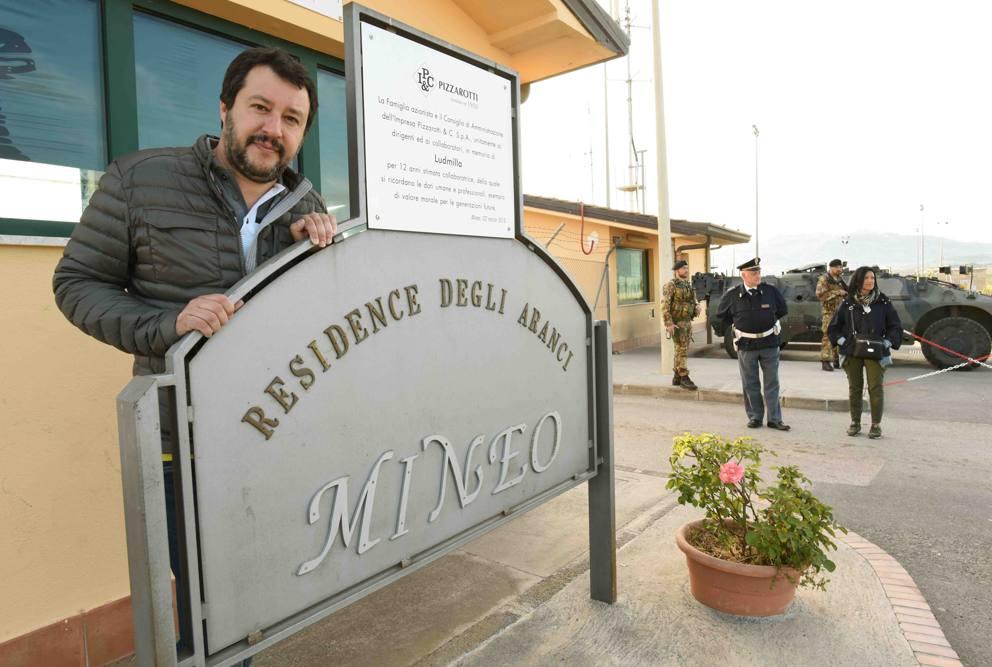 Cara di Mineo: via i migranti, tornano i militari