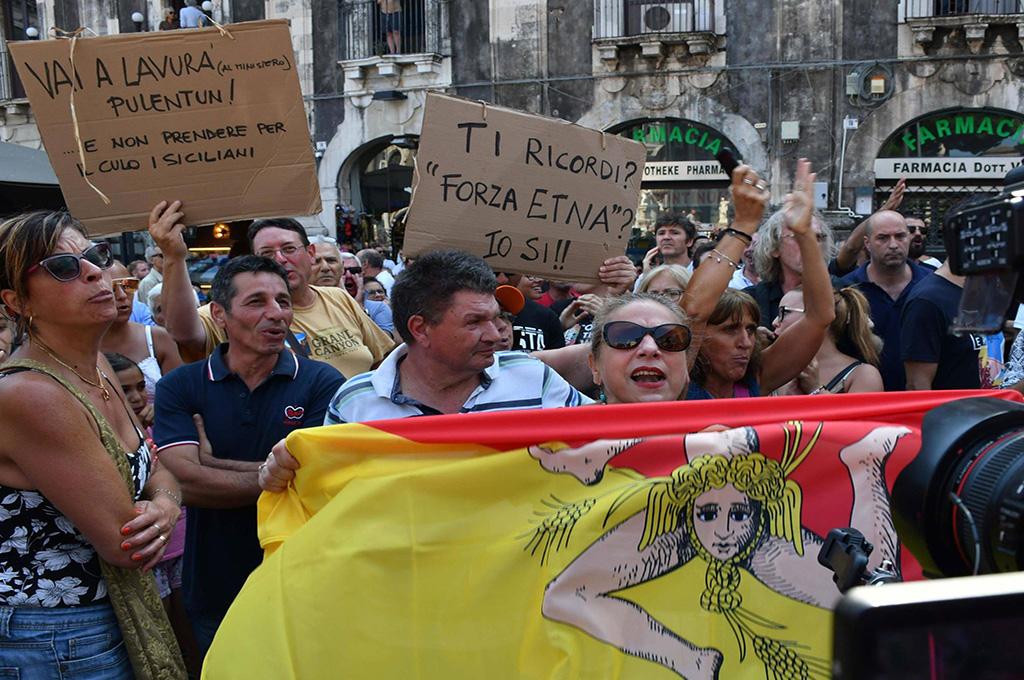 Tra crisi di governo e teatrino della politica, irrompono i Siciliani!