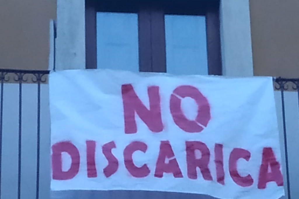 Approvata Aia discarica Motta S. Anastasia: striscioni di protesta sui balconi