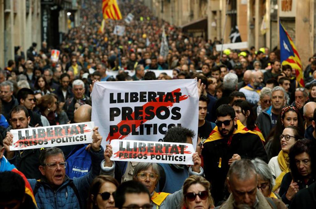 Processo di Madrid: 100 anni di carcere per gli indipendentisti