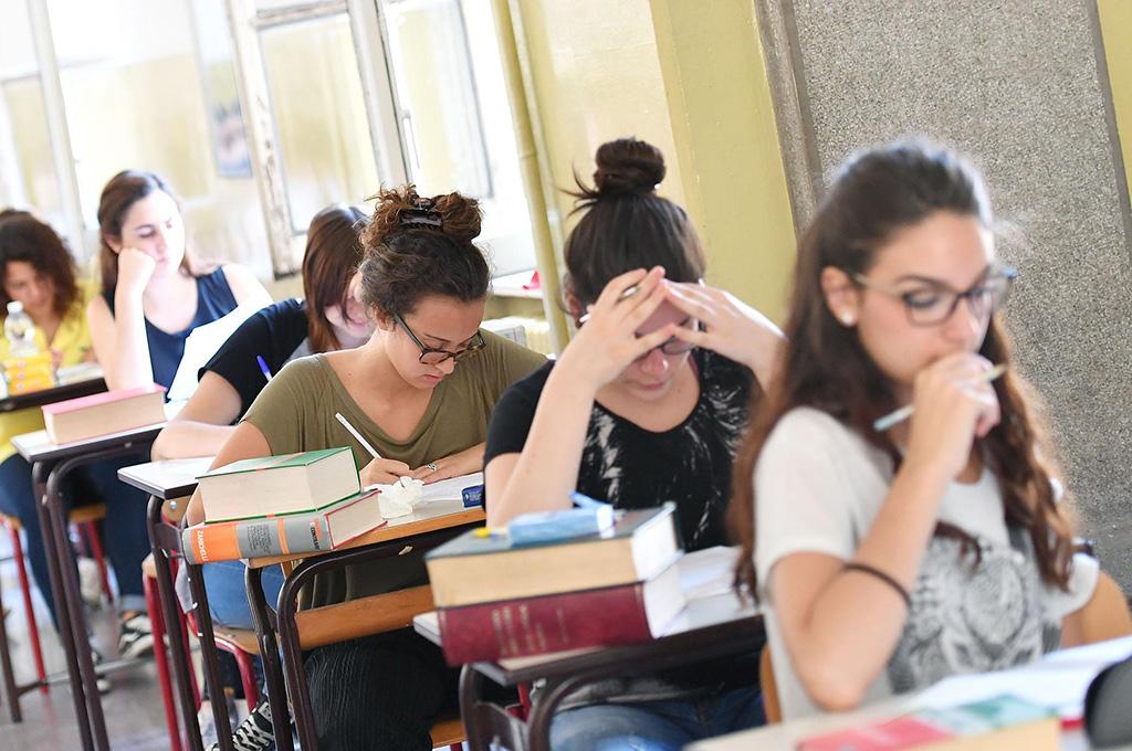 Scandalo Regione: 50 milioni per gli studenti fermi all'assessorato