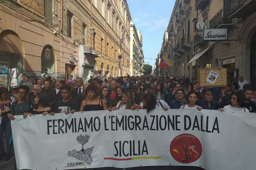 Fermiamo l'emigrazione dalla Sicilia. In centinaia a Palermo.