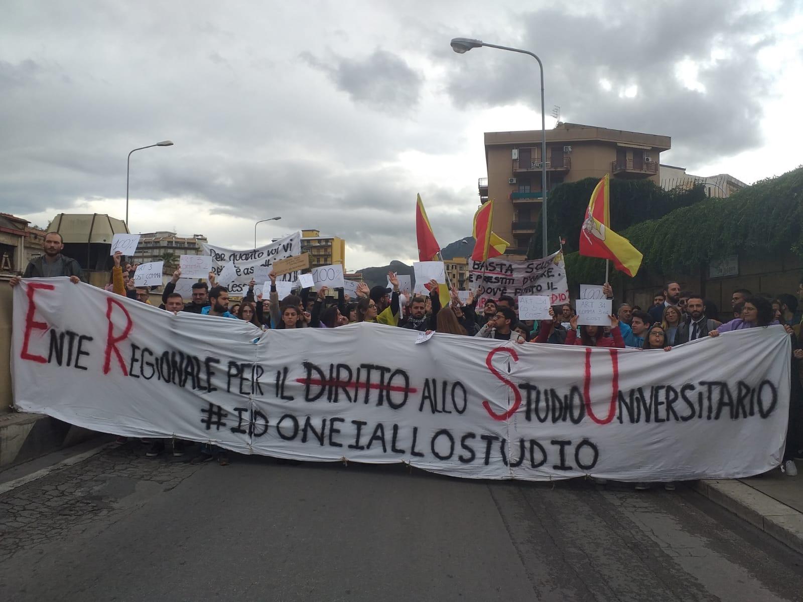Palermo: universitari in piazza per il diritto allo studio