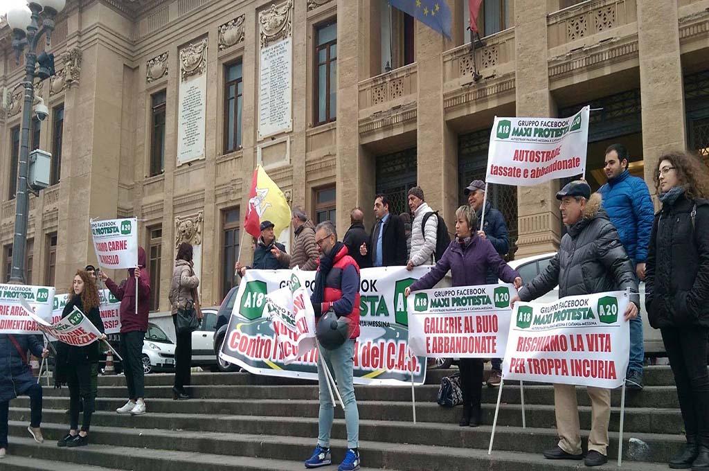 A Messina la protesta contro l'inefficienza del CAS