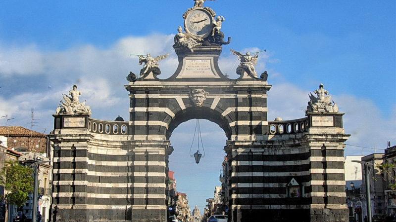 Catania: la porta del Fortino
