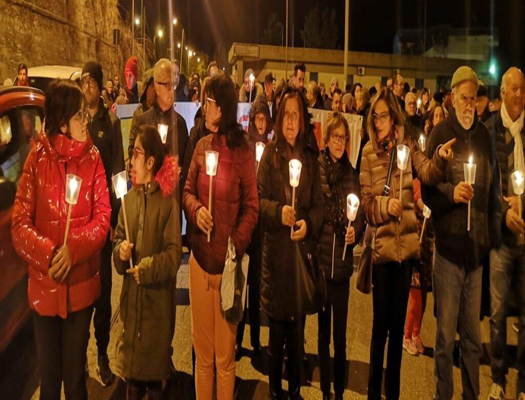 Fiaccolata a Giarre: basta vittime, vogliamo l'Ospedale!