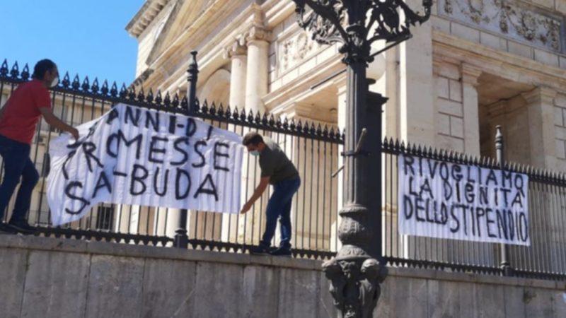 Autisti in sciopero nel catanese: «vogliamo lo stipendio»