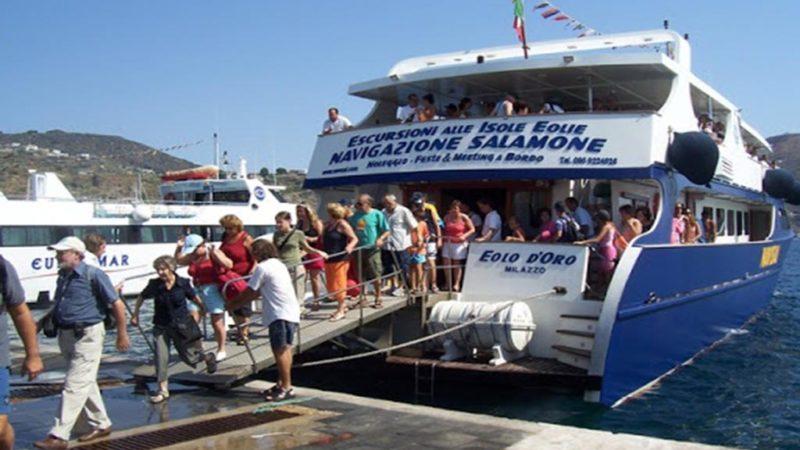 Eolie: intervista ai lavoratori stagionali marittimi in protesta