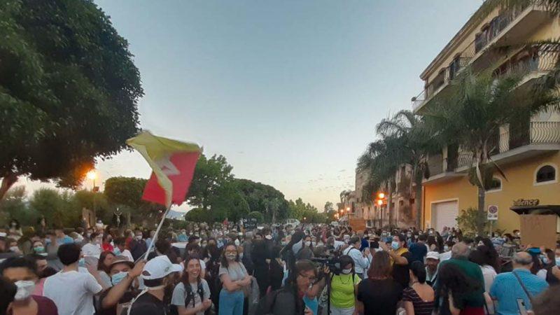 Nuovo flop di Salvini in Sicilia. In migliaia lo contestano