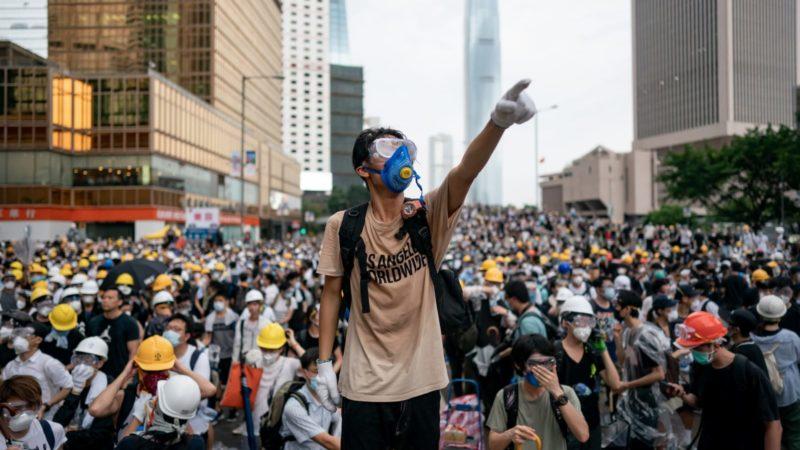 Proteste a Hong Kong: sventola la bandiera dell'indipendenza
