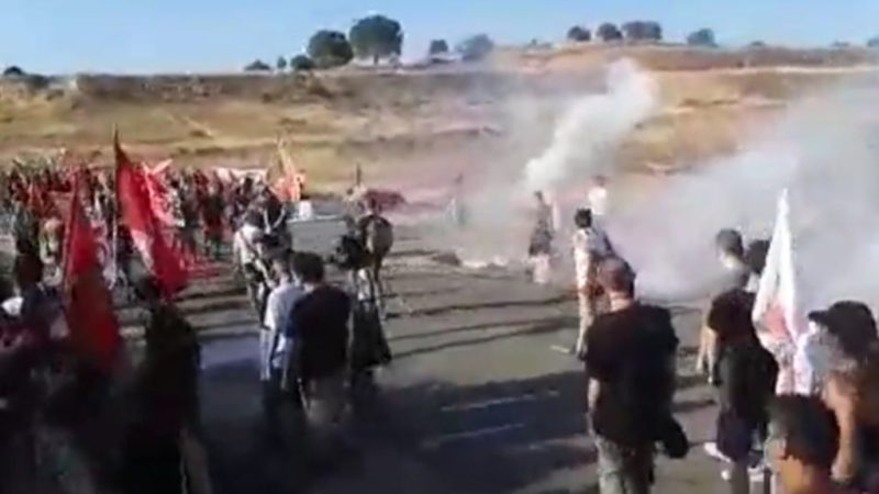 Niscemi. Polizia lancia lacrimogeni sui manifestanti No Muos