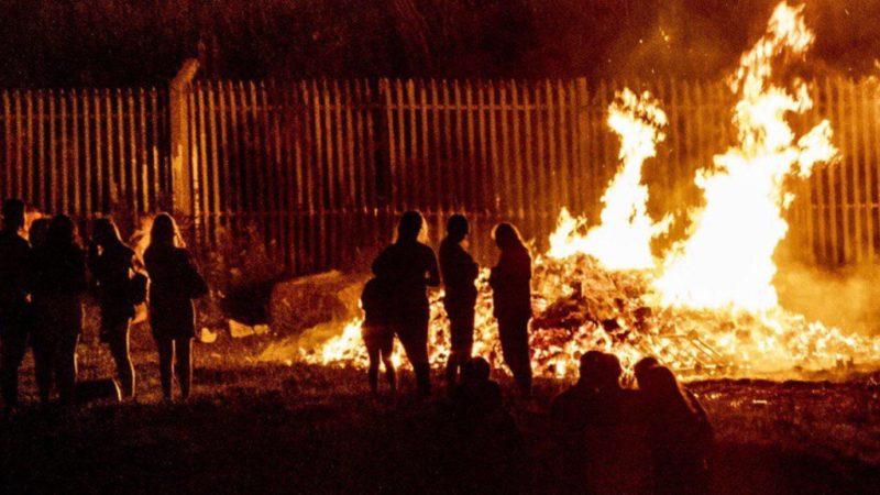Belfast: scontri tra indipendentisti e polizia. 26 agenti feriti