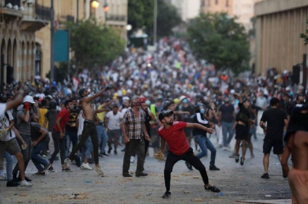 Libano, cade il governo ma continuano le proteste