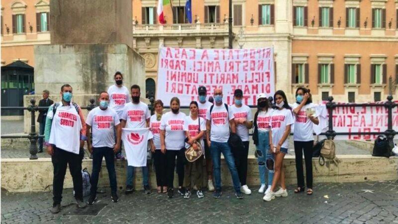 Pescatori sequestrati in Libia: presidio permanente dei familiari a Palazzo Chigi.
