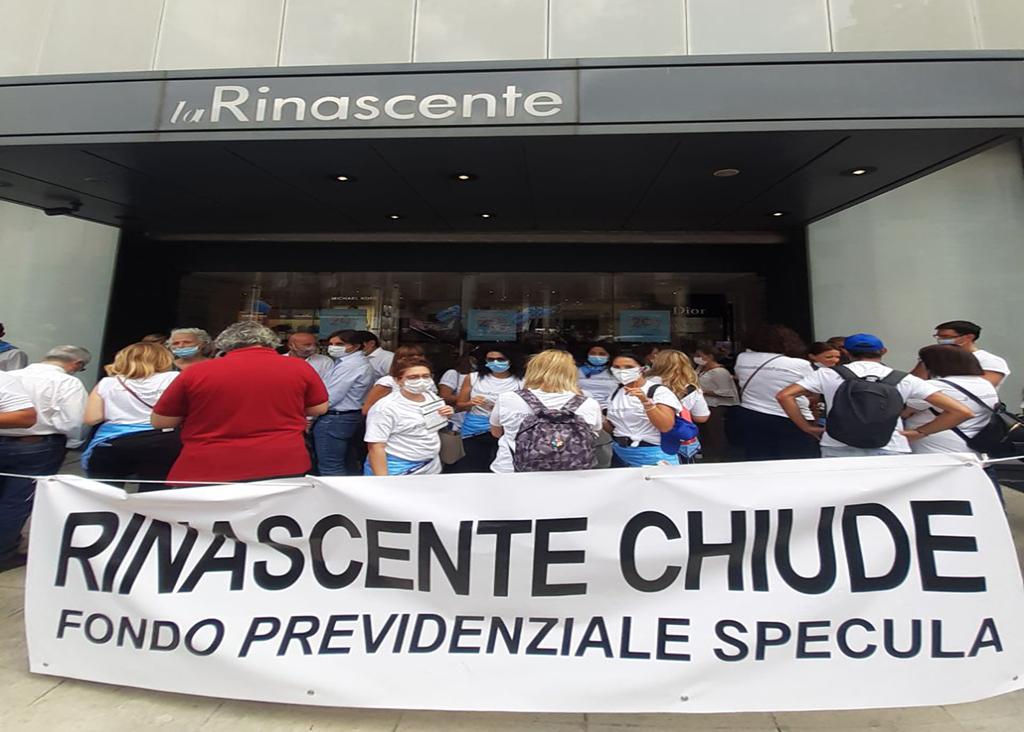 Lavoratori de La Rinascente in sciopero contro la chiusura