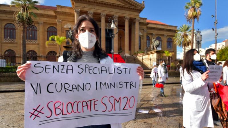 Palermo: in piazza gli aspiranti specializzandi in attesa delle graduatorie