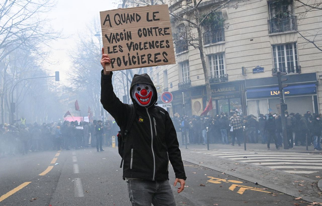 La Francia scende di nuovo in piazza contro la «sécurité globale»