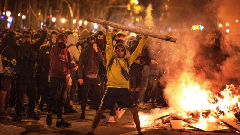 Catalogna, manifestazioni in tutto il paese: «morte al regime spagnolo»
