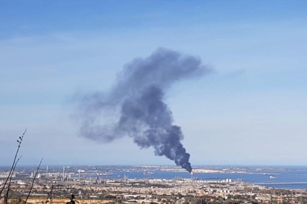 Priolo(SR): nube tossica dagli impianti Versalis. Eni uccide