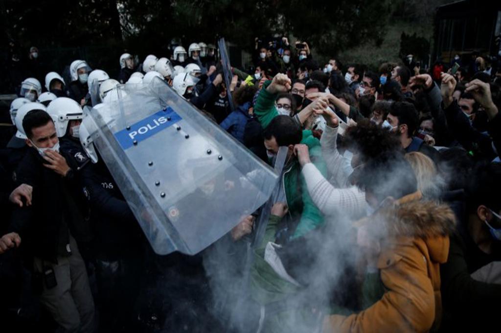 Turchia: Erdoğan nomina il nuovo rettore, esplode la rivolta studentesca