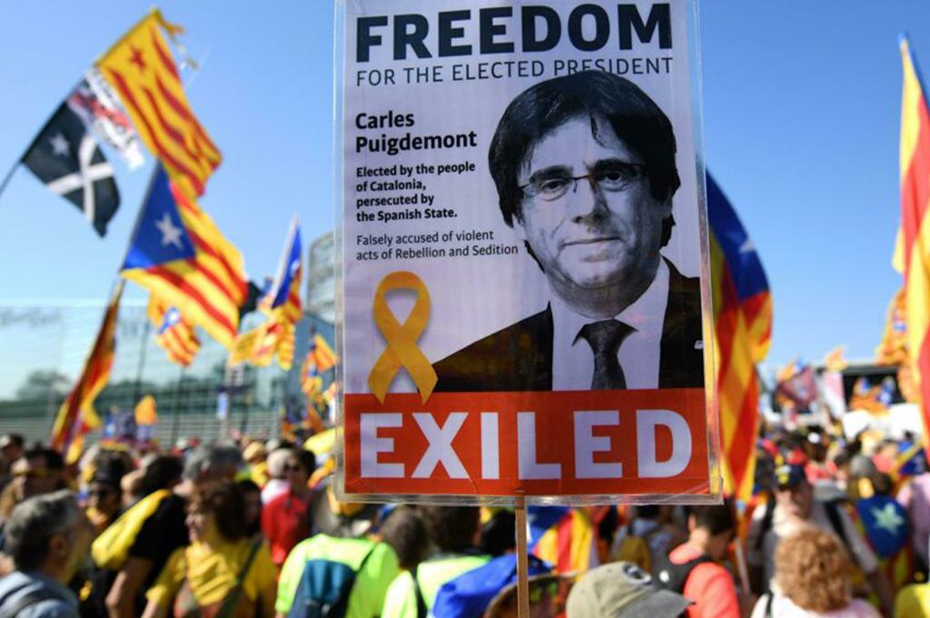 Il Parlamento europeo revoca l'immunità ai dissidenti politici catalani