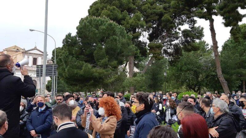 Palermo: protesta dei lavoratori del settore benessere