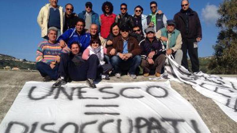 Lipari: ex dipendenti Pumex senza stipendio occupano l'aula consiliare
