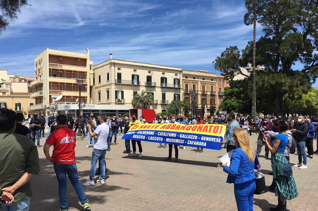 Milazzo, comitato ristoratori in piazza: «ci avete abbandonato»