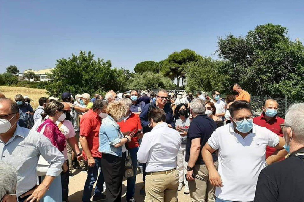 Sindaci e cittadini manifestano contro il mega impianto fotovoltaico negli Iblei