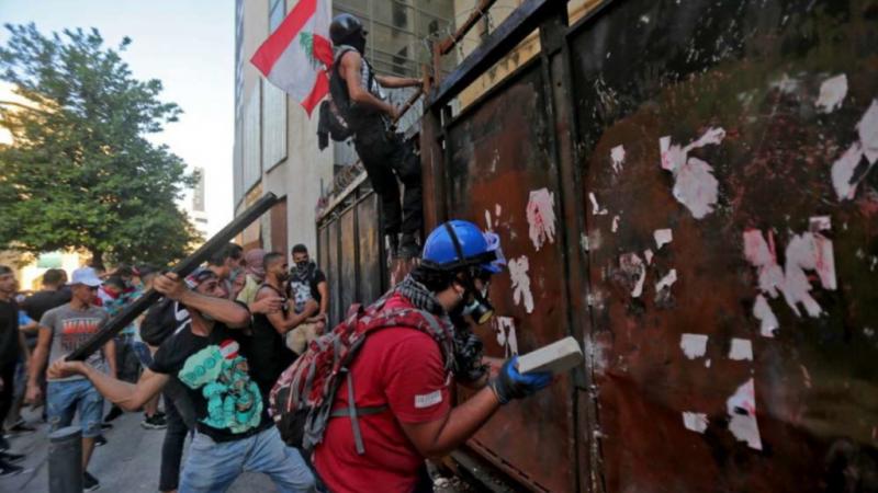 Libano: scoppia la rivolta a un anno dall'esplosione di Beirut