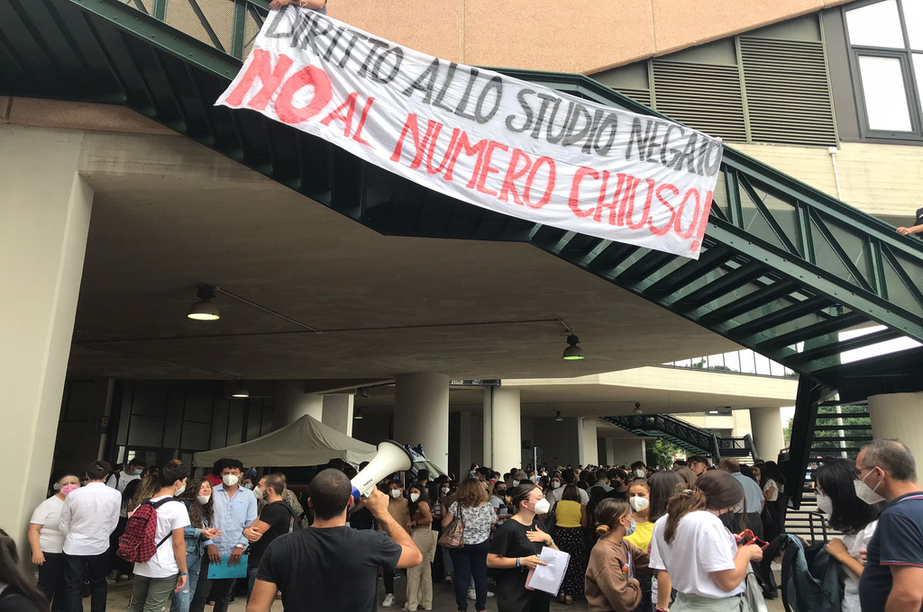 Palermo: la protesta degli studenti contro il numero chiuso durante i test di medicina